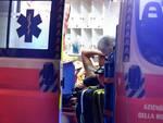 Il 30enne ferito, mentre viene soccorso dal personale del 118