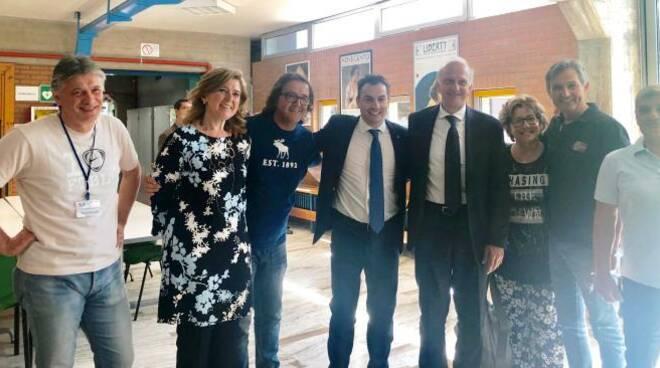 Il ministro Marco Bussetti e il sottosegretario Jacopo Morrone insieme ad alcuni docenti forlivesi