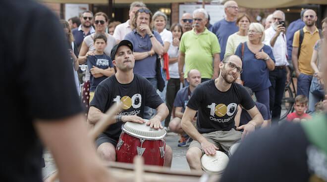Le prove aperte in Piazza del Popolo di Officina del Ritmo: conexión Buenos Aires, in vista del concerto di mercoledì 12 giugno in Darsena PopUp,