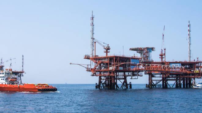 Piattaforma offshore in Adriatico al largo di Marina di Ravenna