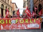 Un corteo di protesta dei lavoratori Cgil a Forlì