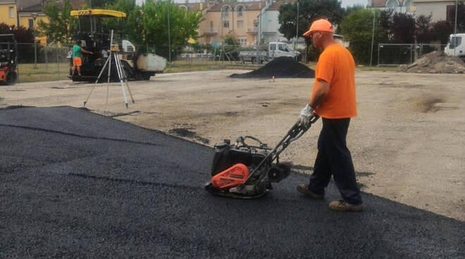 Un'immagine durante i lavori di asfaltatura