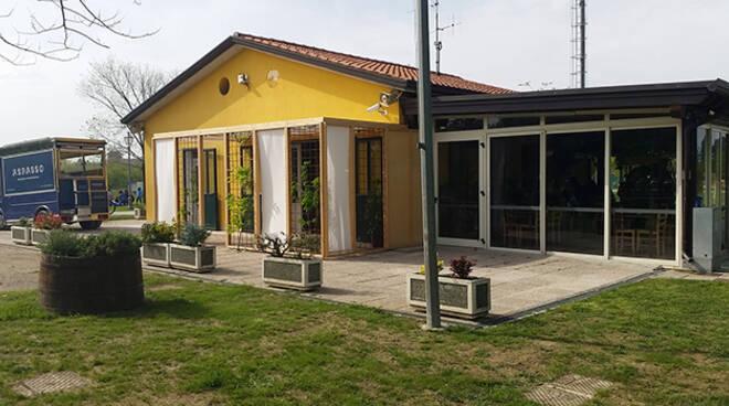 Il locale Alparco Mangiar Aspasso visto dall'esterno