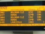 Lo schermo con le info-treni oggi, 5 luglio, alle ore 12.54