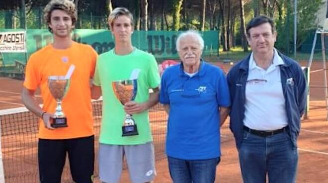 Michele Vianello, il secondo da sinistra con il finalista Alessandro Canini, il G.A. Ottaviano Turci e l'arbitro di sedia Luciano Donini