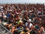 Al Ferragosto di Cervia sono sbarcati gli autori: spiaggia piena per vedere Marescotti e gli altri