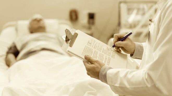 anziano ricoverato in ospedale