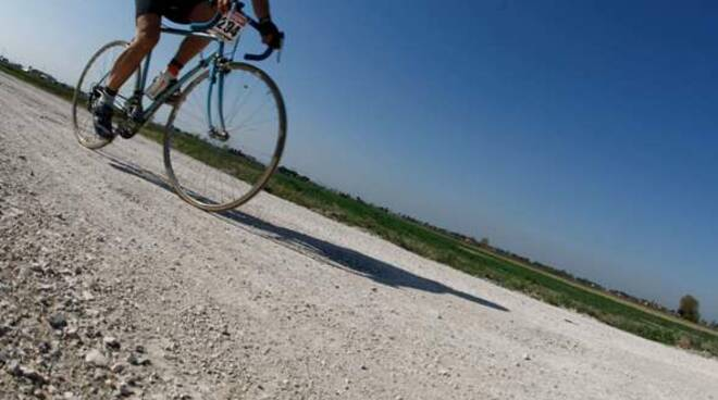 bici strada bianca