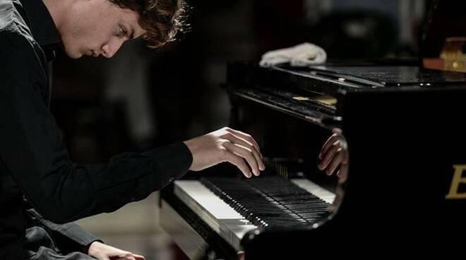 Il pianista Domenico Bevilacqua