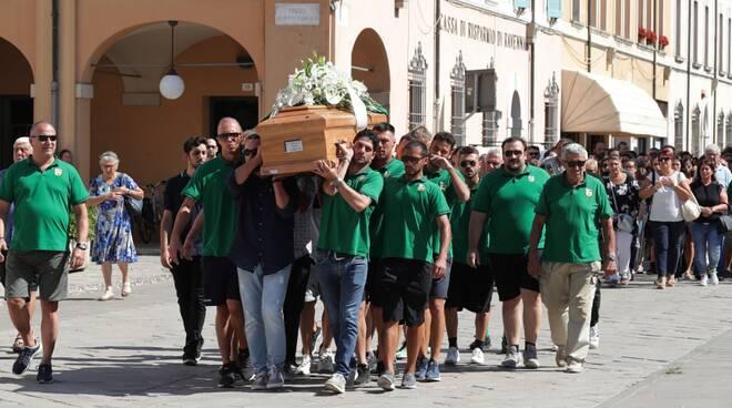 In tanti al Duomo di Cervia per l'ultimo saluto a Stefano Baldisserra