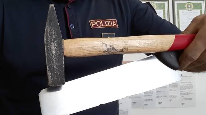 Martello e coltello