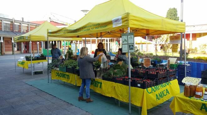 mercato frutta e verdura km 0 coldiretti campagna amica