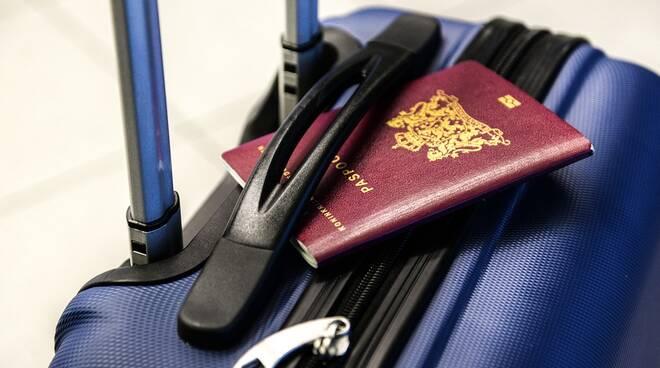 Falsifica il proprio passaporto per ottenere il rinnovo del ...