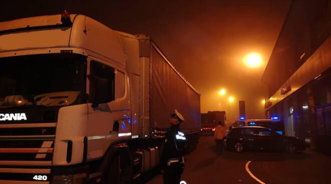 controlli polizia locale camion