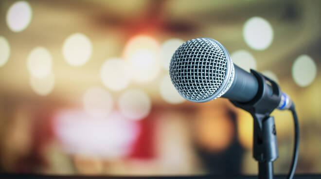 microfono parlare in pubblico