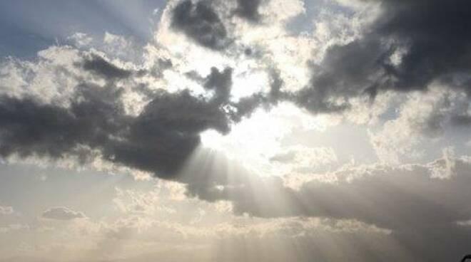 nuvole e sole - maltempo - cielo