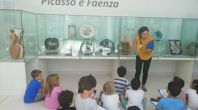 """Faenza. Giornata dei diritti dell'infanzia: visita guidata gratuita per le famiglie a """"Picasso. La sfida della ceramica"""" - ravennanotizie.it"""