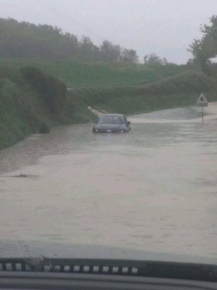 Pioggia, situazione critica nel Forlivese: allagamenti e frane