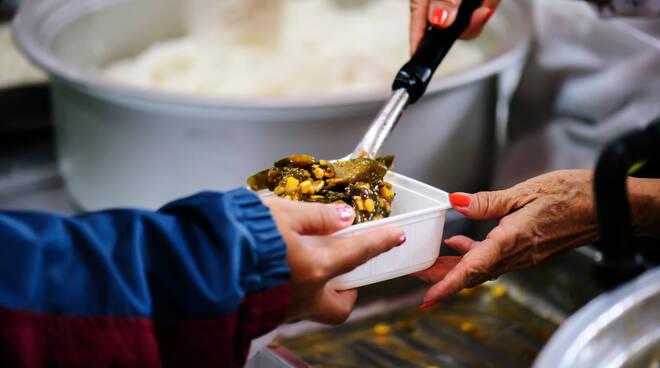 povertà cibo mensa