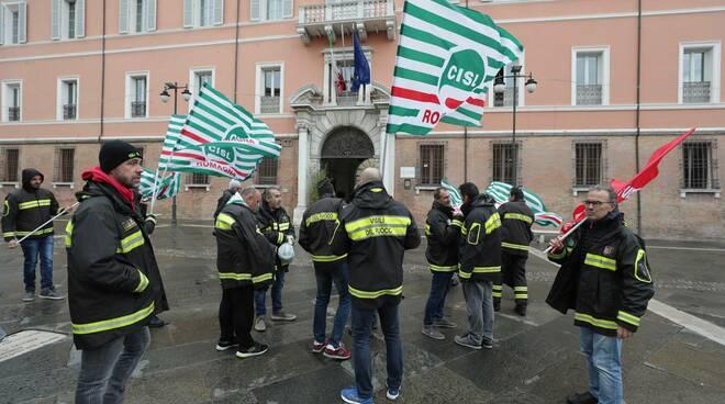 Vigili del Fuoco manifestano in piazza a Ravenna