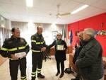 I Vigili del Fuoco di Ravenna consegnano una donazione all'Associazione Genitori Soggetti Autistici