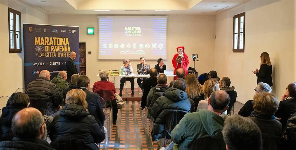 Maratona di Ravenna: la nuova medaglia è un omaggio a Dante Alighieri