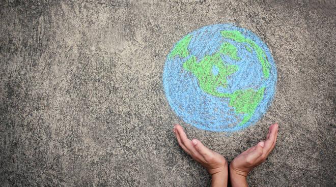 ecologia mondo mani green riciclo