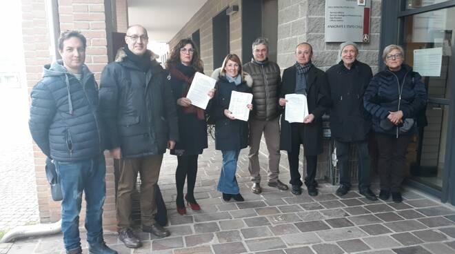 Firmatari petizione via Vicoli