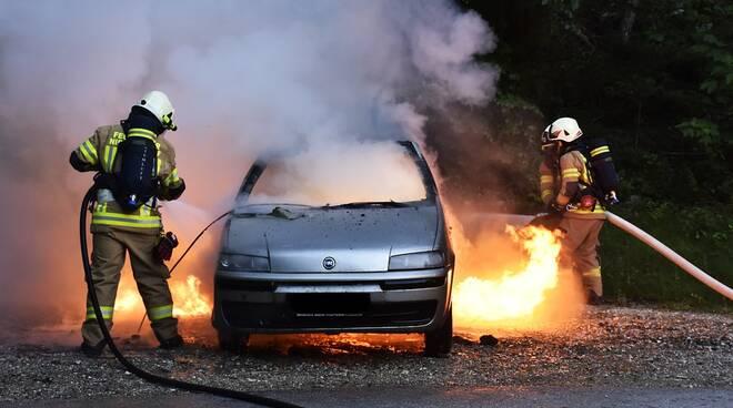 fuoco auto vigili del fuoco