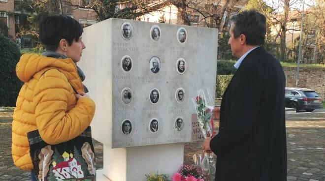 Il Sindaco di Massa visita il monumento di Ponte degli Allocchi a Ravenna sfregiato con simboli nazisti