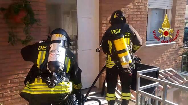 Incendio in un garage a Cattolica