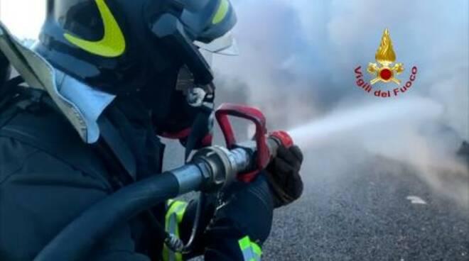 incendio rimorchio-Vigili del Fuoco Rimini