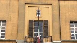 Cesena. Bandiere a mezz'asta e minuto di silenzio per le vittime e il sacrificio di medici e operatori