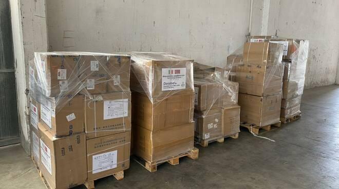 Compagnia cinese dona agli ospedali di Ravenna, Faenza e Lugo 58.000 DPI