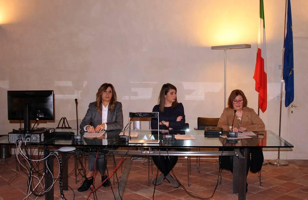 Lugo_Panchine Rosse_Presentazione