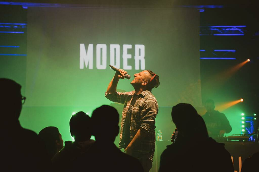 Moder_Live 1