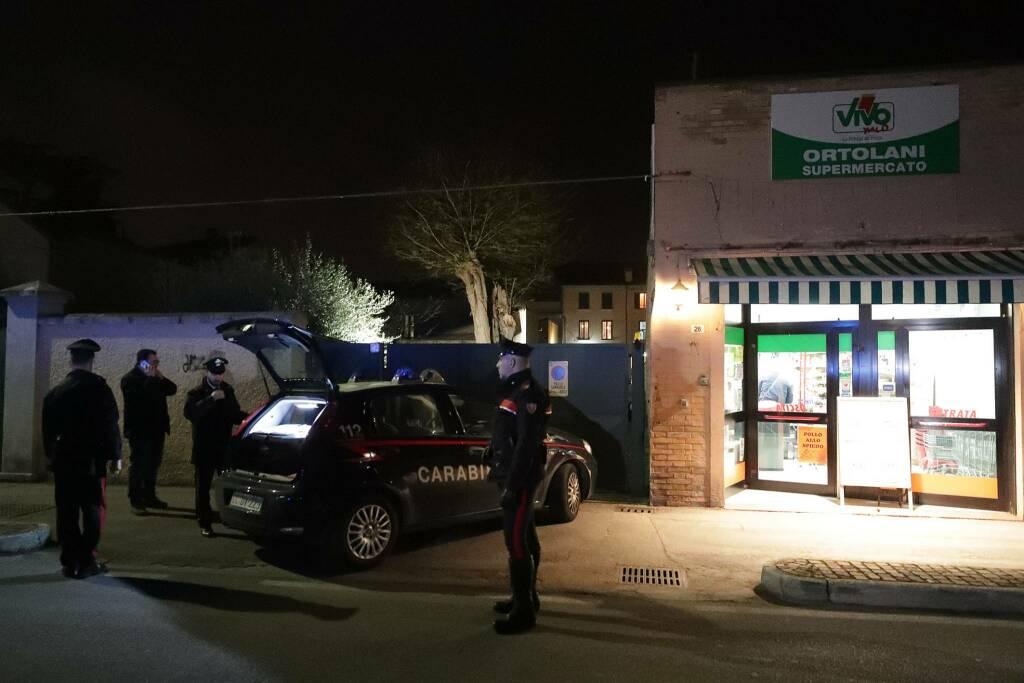 tentata rapina minimarket via san mama 28 marzo