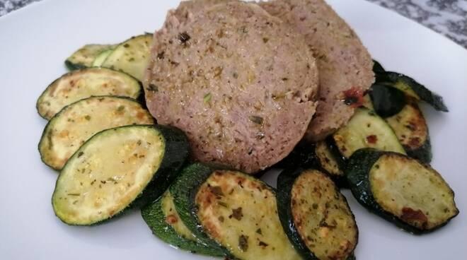 """Ricette antinoia di chef Emanuel Pizzo. Oggi si cucina il """"Polpettone di lesso al forno con zucchine"""""""