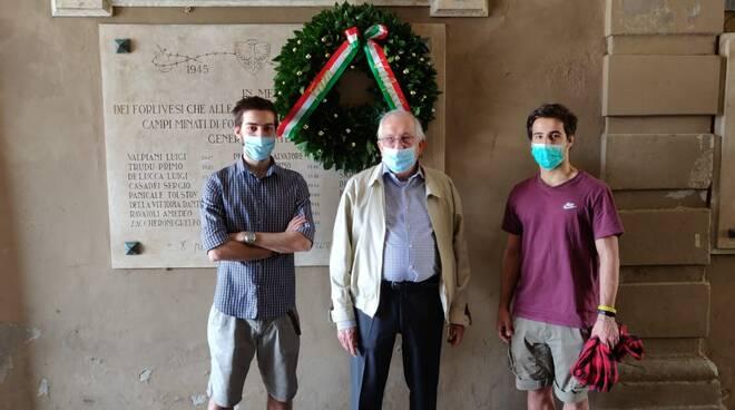 Forlì omaggia gli sminatori deceduticon una corona di alloro