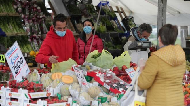 il mercato torna in piazza sighinolfi