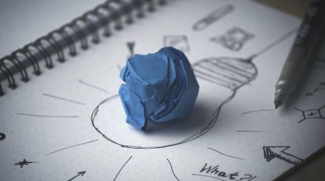 innovazione idea creatività lampadina