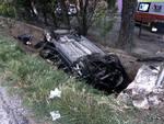 Auto esce di strada e si cappotta in un terrapieno: gravissima una bimba di 4 anni