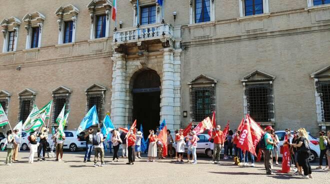 manifestazione forlì  lavoratori mense