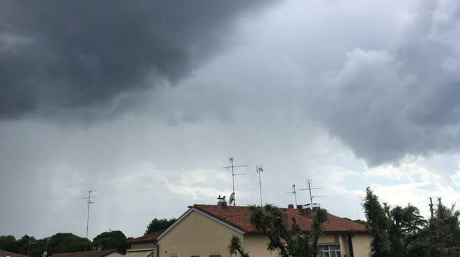 Pioggia e grandine si abbattono sulla Bassa Romagna (foto da Condifesa Ravenna)