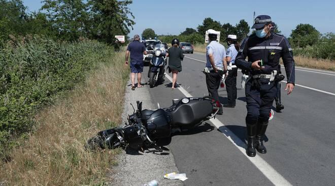 Ravenna: rovinosa caduta per un motociclista in via Trieste