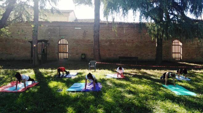 sport yoga nei parchi