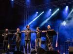 Ravenna, De André, Fossati, De Gregori e Dalla: le canzoni altrui di Neri Marcorè hanno conquistato il pubblico