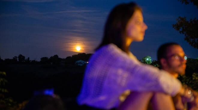cena itinerante al chiaro di luna sui colli di Oriolo dei Fichi