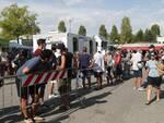 """Covid. Progetto """"Vacanze in sicurezza"""": a Ravenna tanti i ragazzi in fila alla clinica mobile per fare il test gratis"""