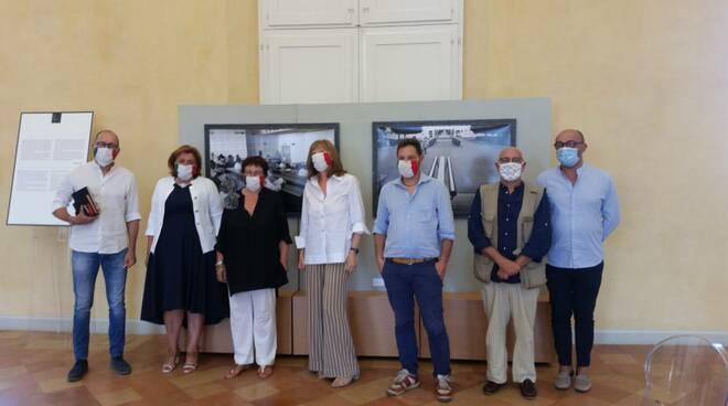 """""""Data mi fu soave medicina"""": a Ravenna i 'ritratti del Covid' diventano una mostra a Palazzo Rasponi"""